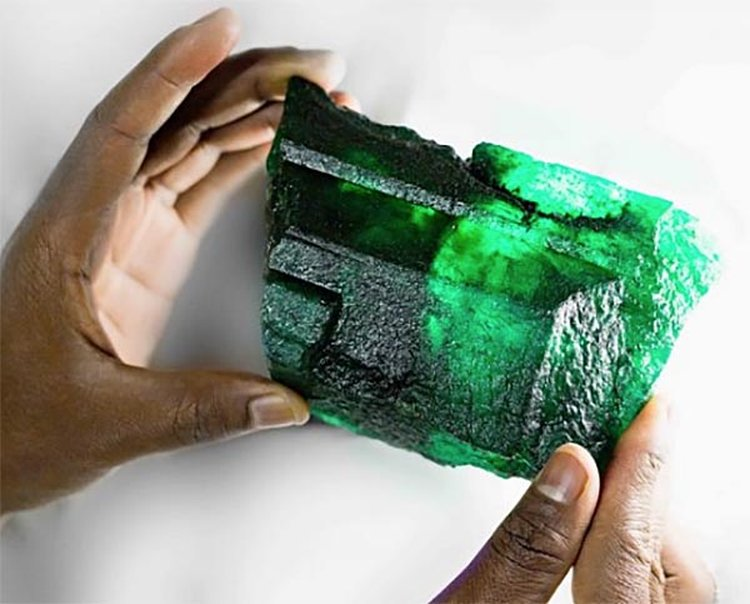 Gemfields Unveils 'Inkalamu,' a 5,655-Carat Zambian Emerald Crystal With Remarkable Color and Clarity