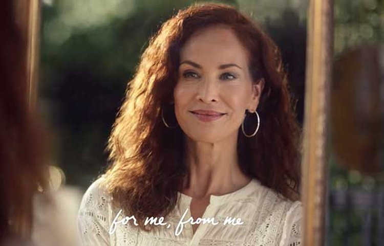 'For Me, From Me' Diamond Ad Campaign Debuts During E!'s Oscar Coverage