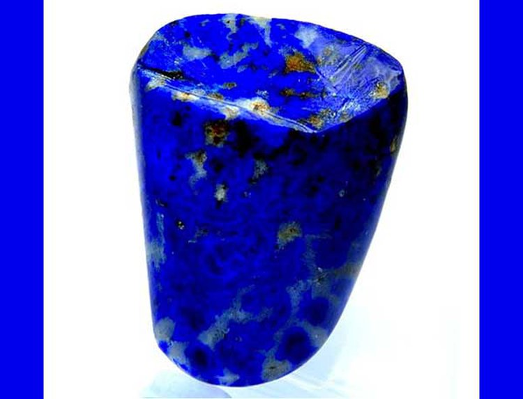 Lapis Lazuli Found in the Teeth of Medieval Nun Suggests She Was a Manuscript Painter